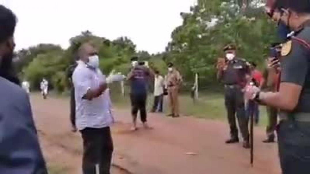S. Kajendran Confronting SL Police - செல்வராசா கஜேந்திரன் இலங்கை காவல்துறையுடன் வாக்குவாதம்